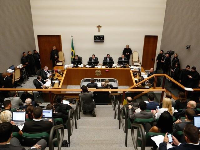 STJ analisa mérito da condenação de Lula
