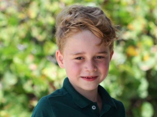 Novas fotos do príncipe George são divulgadas para marcar o seu aniversário de seis anos