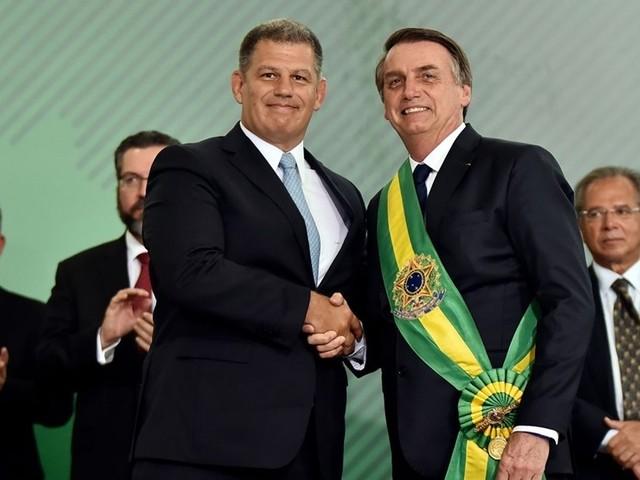 Aliados comparam Bolsonaro a Collor e já falam em plano B, diz colunista