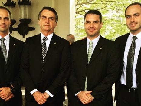 O enriquecimento de Jair Bolsonaro às custas do dinheiro público