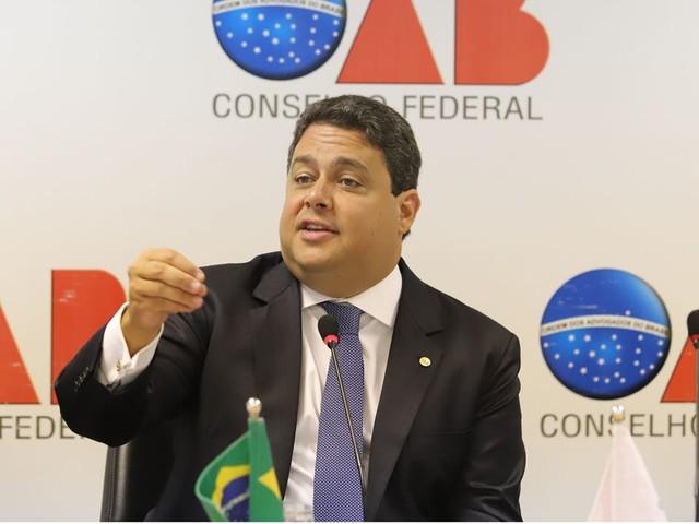 """Quem apoia o governo """"tem desvio de caráter"""", diz presidente da OAB"""