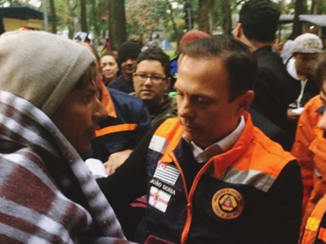 Moradores de rua expulsam João Doria durante ação da prefeitura
