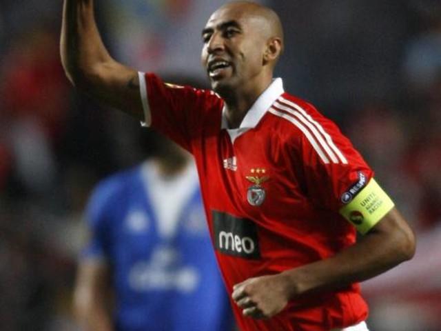 Aos 37 anos, zagueiro brasileiro Luisão, do Benfica, vai se aposentar, diz jornal
