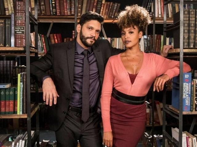Em 'Bom sucesso', Diogo pede Gisele em casamento