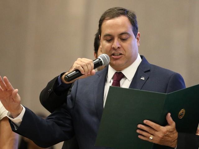 Paulo Câmara toma posse, pede diálogo e relembra primeiro mandato