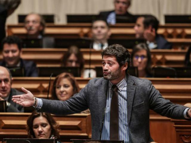 Diploma do Chega sobre incompatibilidade de políticos retirado do plenário pelo Governo