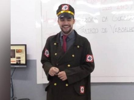 Professor aparece fantasiado de nazista em aula de História