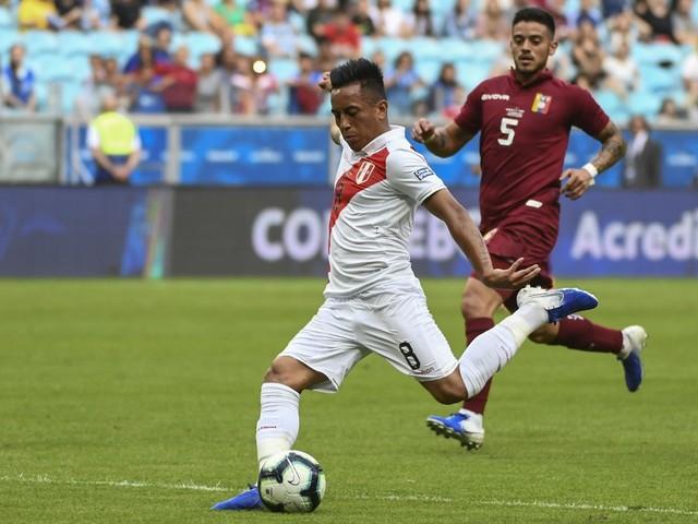 Cueva dá susto na seleção do Peru, mas não deve ser desfalque