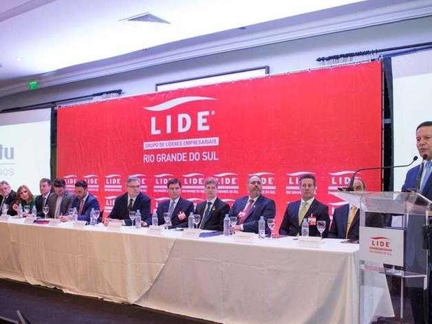 """""""Guerra cibernética atingiu em cheio nosso governo"""", afirma Mourão em Porto Alegre"""