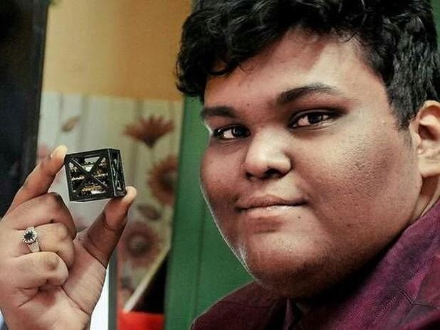 Indiano de 18 anos cria o menor satélite do mundo para a NASA