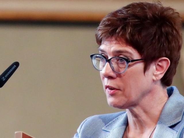Kramp-Karrenbauer soll Verteidigungsministerin werden