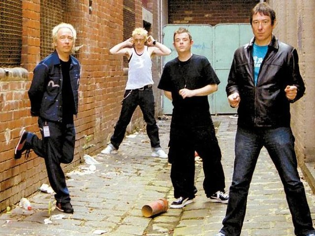 Pete Shelley, líder do grupo de punk rock The Buzzcocks, morre aos 63 anos