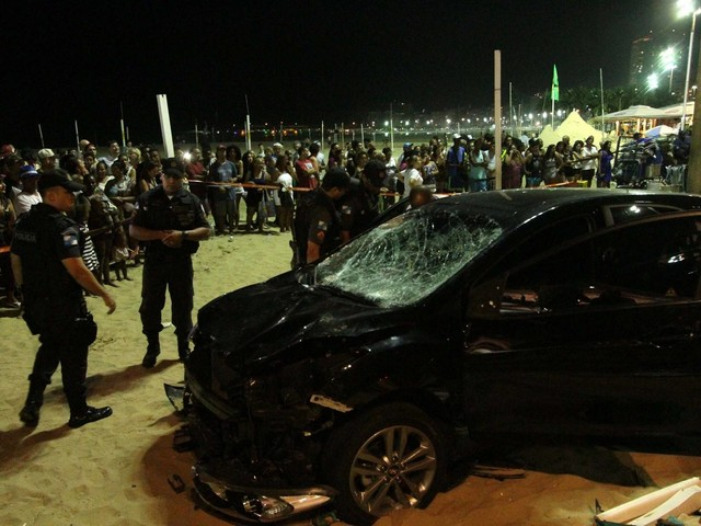 Car Accident Kills One and Injures 16 on Copacabana Beach
