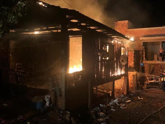 Idoso morre e duas casas pegam fogo em Xaxim