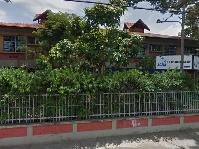 Cuidadores de alunos deficientes em escolas estaduais do RJ denunciam que estão sem remuneração desde setembro