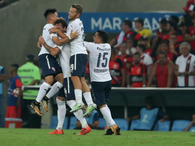 Flamengo não mostrou futebol e nem cabeça. O Independiente foi campeão em pleno Maracanã