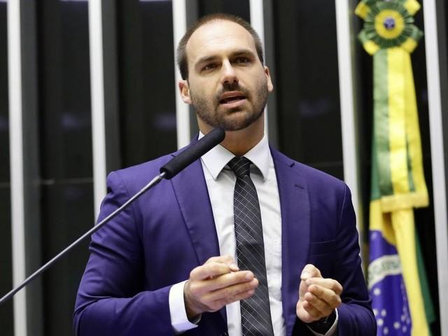 Bolsonaro diz à Justiça que indicação de filho para embaixada não é nepotismo