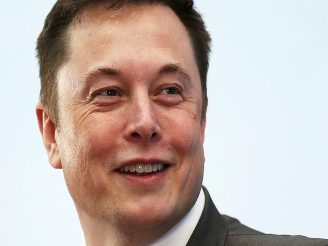 Elon Musk quer fundir cérebros a computadores nos próximos quatro anos