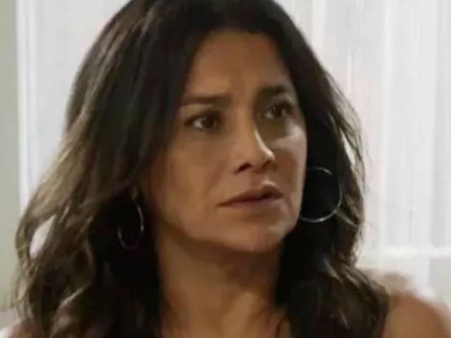 'Verão 90': Janaína desmascara Jerônimo e dá tapa no filho