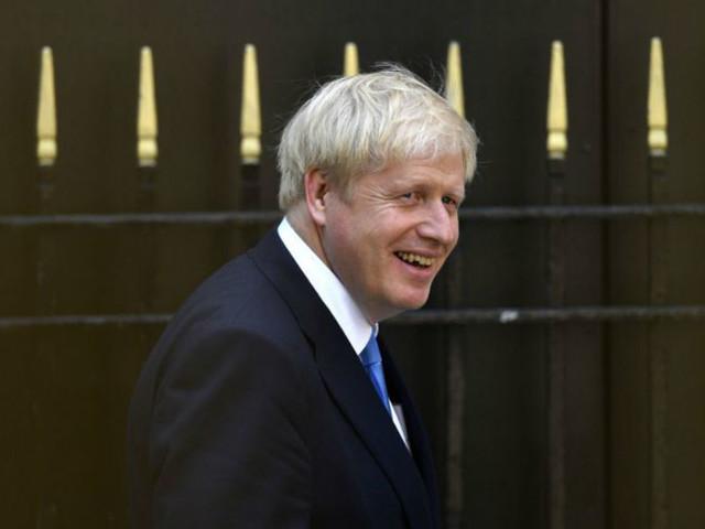 """Milionários britânicos """"abrem champanhe"""" com vitória de Boris Johnson"""