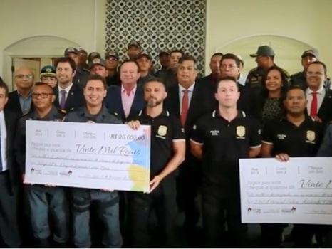 Governador do Maranhão premia policiais que tiram armas das ruas