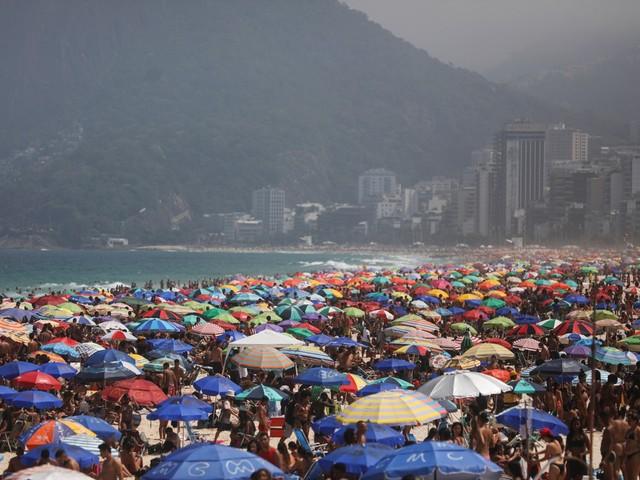Rio volta a ter praias lotadas neste domingo; calor bate 38°C na cidade