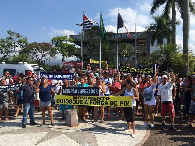 Quiosqueiros protestam contra licitação pública em Praia Grande