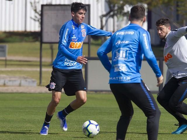 Araos reaparece e tenta repetir trajetória de Romero no Corinthians