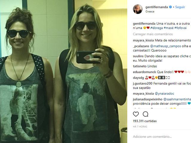 Momento fofura: Fernanda Gentil e namorada combinam roupas com fotos delas
