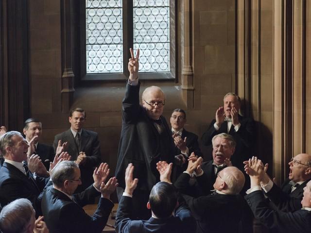 """Gary Oldman está irreconhecível como Churchill em trailer de """"O Destino de uma Nação"""""""