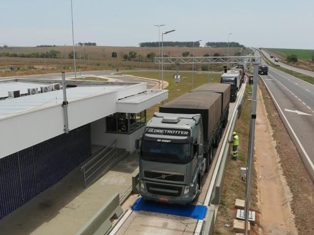 Mais de 1,5 mil veículos com excesso de carga são flagrados na BR-163 em MT