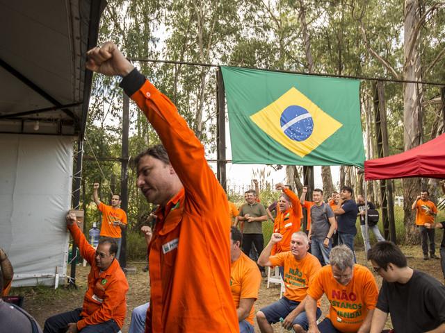 Após 20 dias, petroleiros suspendem greve na Petrobras