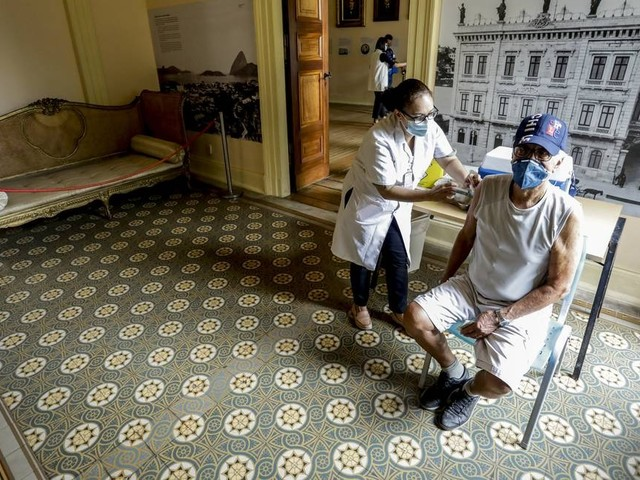 Vacinação no Rio e em Niterói continua nesta sexta-feira; saiba quem será imunizado