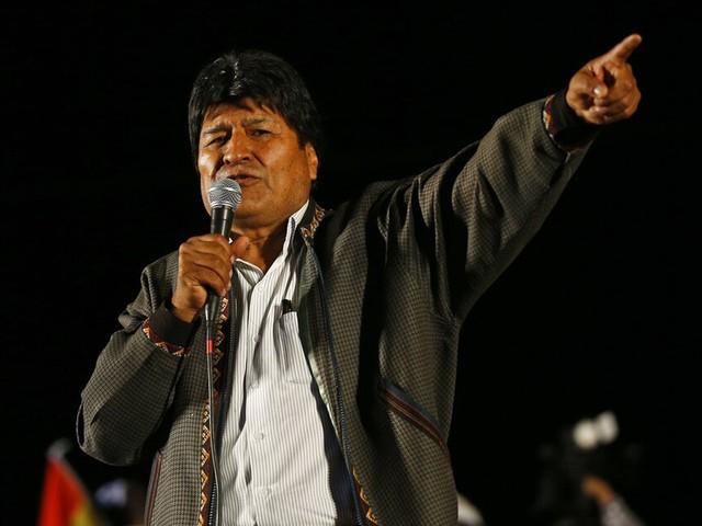 Evo Morales chega a Buenos Aires como refugiado político