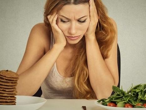 O que acontece com seu corpo quando você ingere couve e 'junk food'