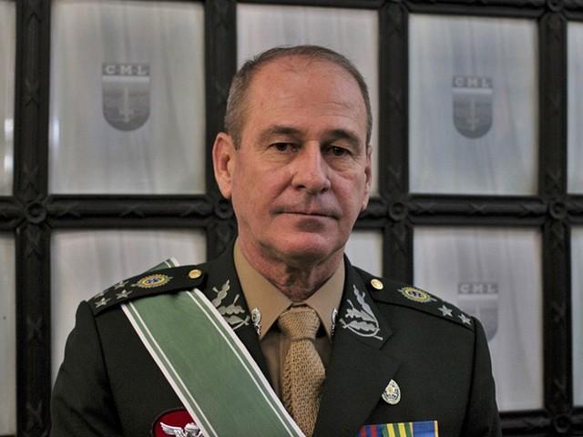 Bolsonaro anuncia assessor de Toffoli como ministro da Defesa