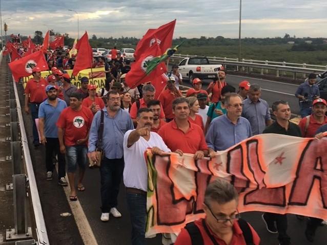 A marcha vermelha chega a Porto Alegre