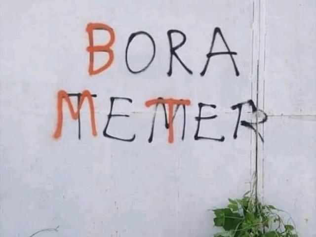 """Brasileiros já começaram a corrigir os """"Fora Temer"""" pichados nos muros"""