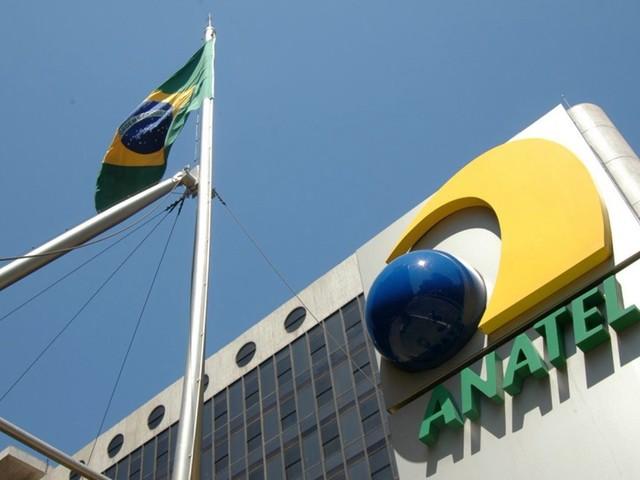 Oi e subsidiária da Telefônica recebem multas da Anatel que somam R$ 48 milhões