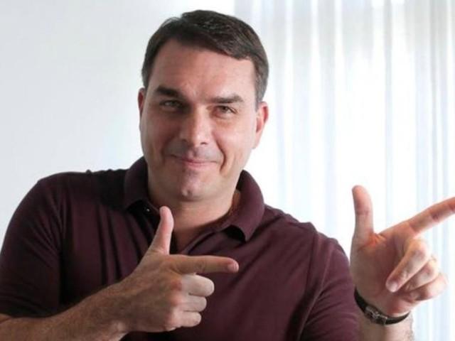 MP aponta indícios de organização criminosa em gabinete de Flávio Bolsonaro