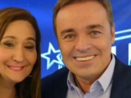 Gugu Liberato surge no programa de Sonia Abrão em homenagem, causa grande comoção e emociona apresentadora