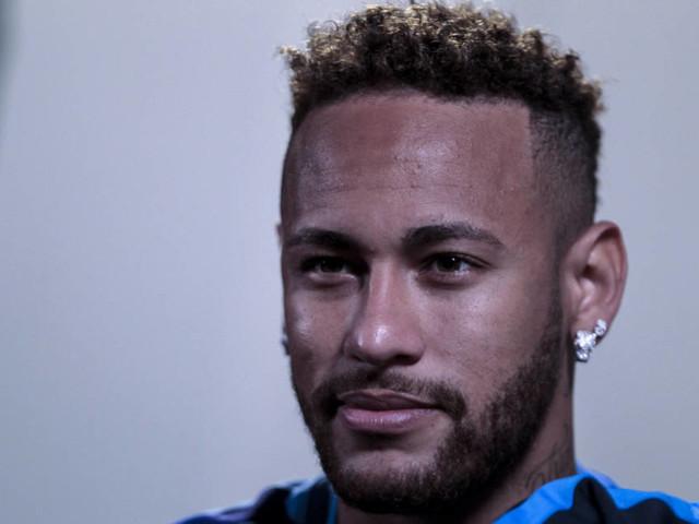 Neymar volta a falar e participa de eventos