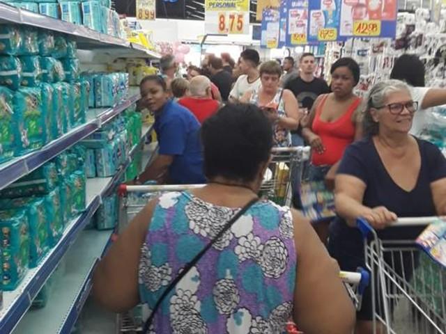 Início da semana de promoções em produtos infantis deixa lojas do Guanabara lotadas