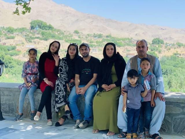 Afegão que tenta voltar ao Brasil perde as esperanças após atentado em Cabul: 'Ficarei para trás com minha família e sei disso'