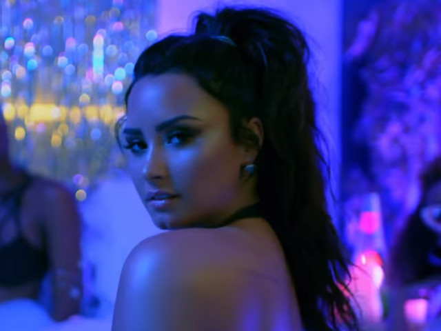 "Demi Lovato te convida para a house party do ano no clipe de ""Sorry Not Sorry"""
