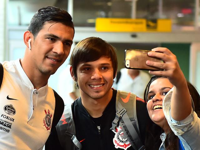 Veja as fotos do desembarque do Corinthians
