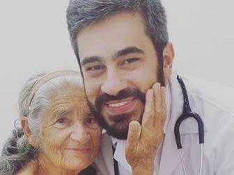 Médico emociona web ao relatar consulta de idosa com câncer: 'Ela que me curou'