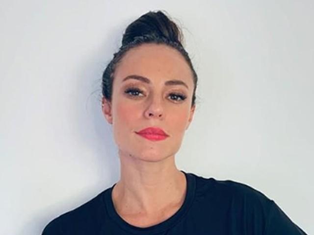 Paolla Oliveira é clicada ao chegar à delegacia para prestar depoimento sobre vídeo íntimo