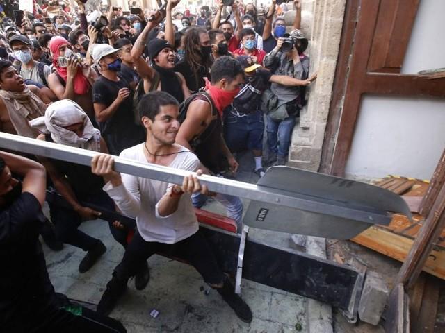 Morte de pedreiro gera onda de indignação contra violência policial no México