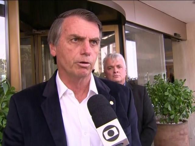 Bolsonaro defende mudanças na Lei Rouanet e diz que se eleito vai tirar status de ministério da Cultura